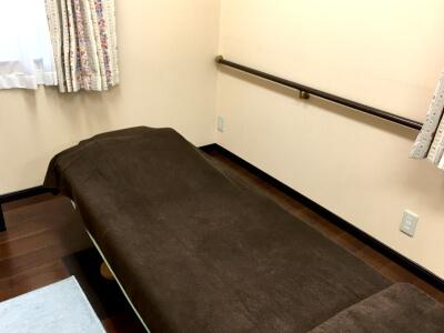 高級電動ベッド(治療台)